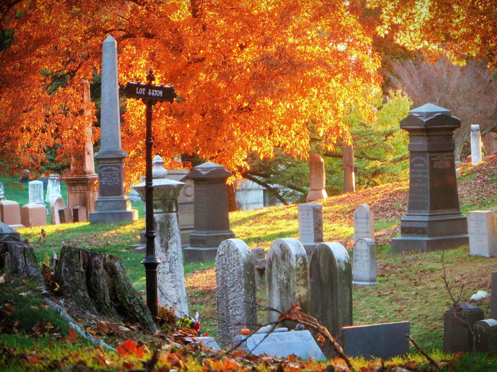 There's nothing like a cemetery to get you in that spooky Halloween mood. Particularly a giant, historic one like Cave Hill Cemetery in Louisville, Kentucky: you can spend hours chasing the ghosts of famous Kentuckians in this gorgeous graveyard.