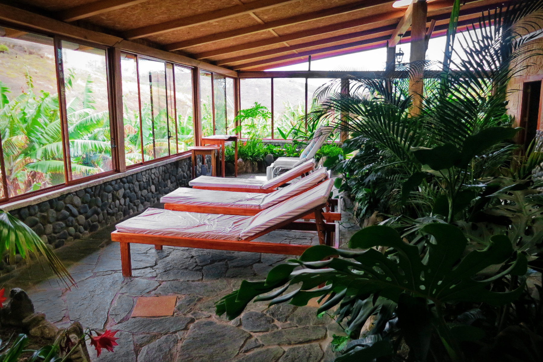 The eco-resort and hostel at Hostel Izcayluma in Vilcabamba, Ecuador features affordable and relaxing beauty and spa services.