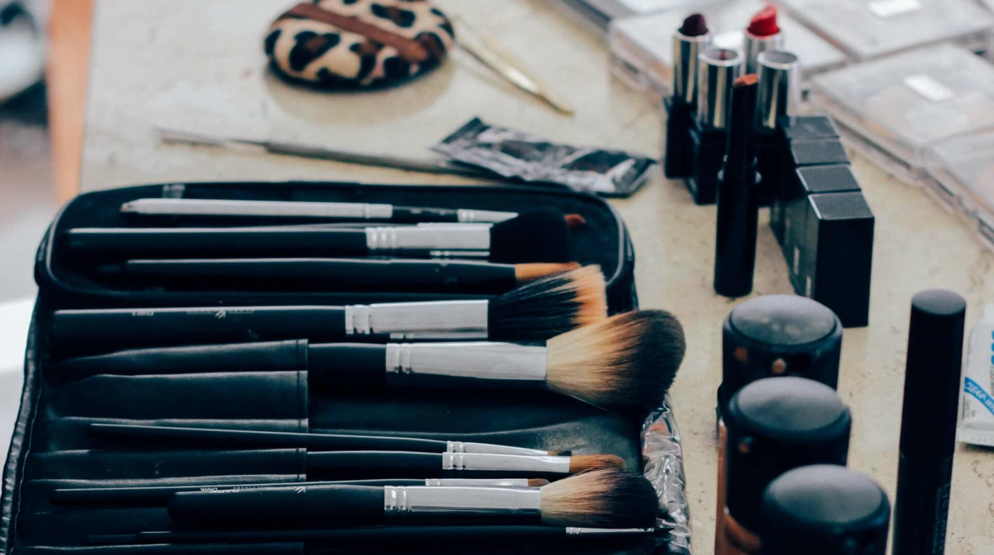 The ultimate guide to makeup and beauty while backpacking or traveling!