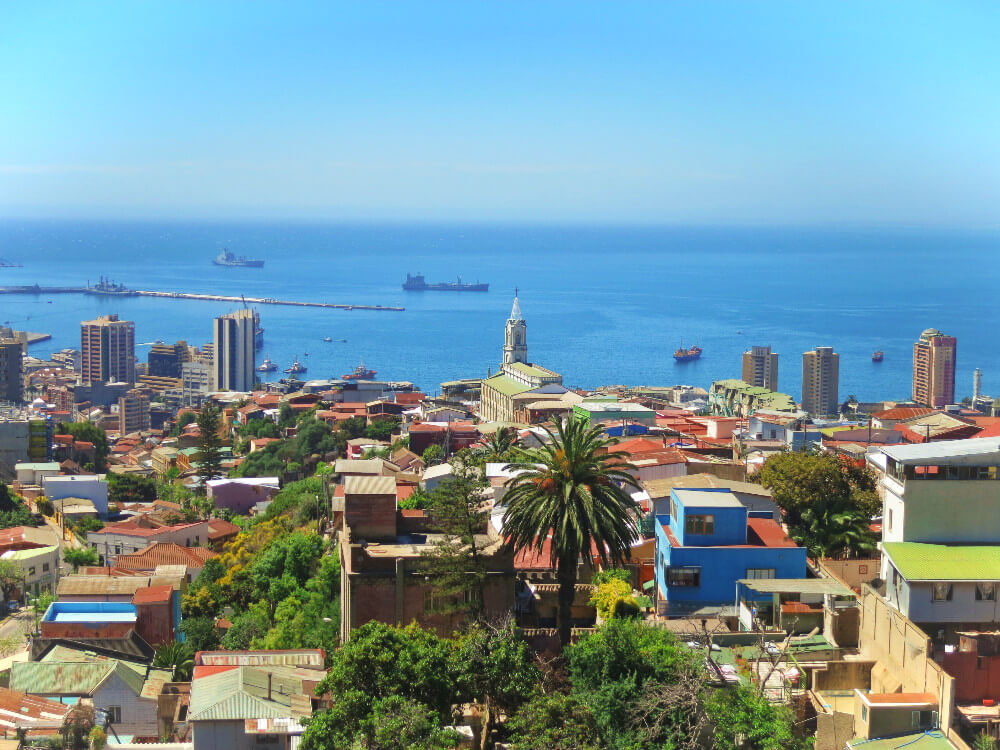 Sunny Valparaiso looking out over the skyline and the sea from up in the hills!