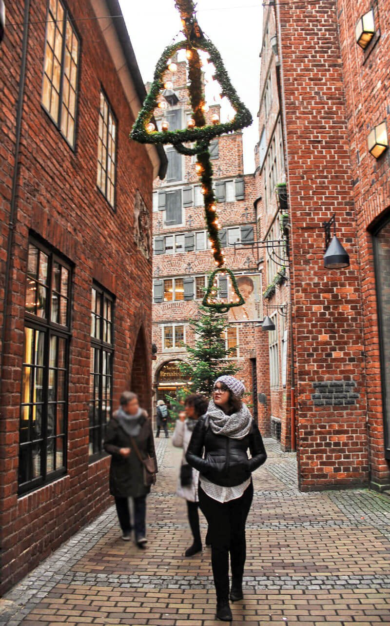 Exploring the historic Böttcherstraße. What we first thought was just another scenic narrow alley in Bremen, Germany turned into a historic hidden gem!