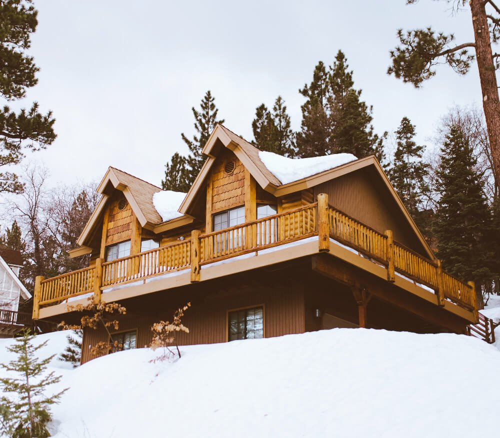 A cozy cabin in Lake Tahoe, California. One of those essential places to stay near San Francisco!