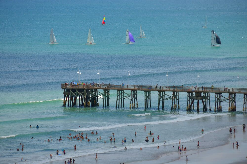 Pretend you're high school sweethearts and stroll along the Daytona Beach pier holding hands! Exploring the pier and the boardwalk is one of the most romantic things to do in Daytona Beach, Florida.