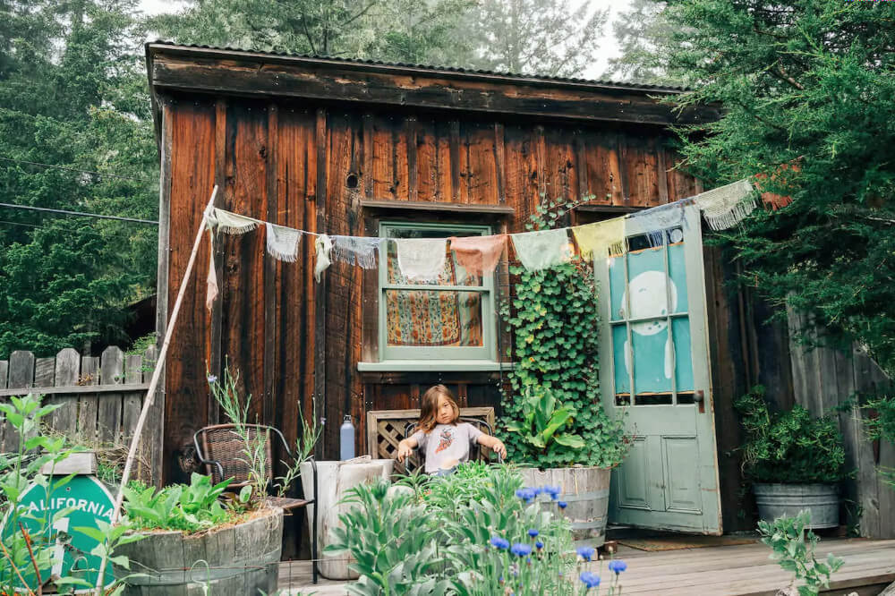 Stay at this rustic sunlit shanti in Mendocino! It's one of the most awesome and off-beat places to stay near San Francisco. Sassy adorable child not included in rental.