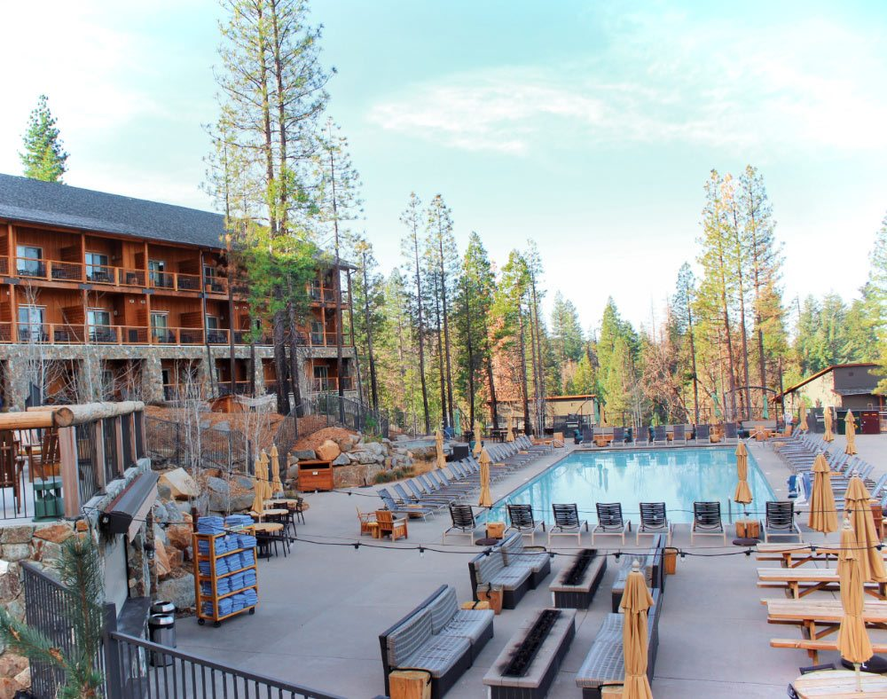 This is Rush Creek Lodge! It's an AMAZING lodge just outside the entrance to Yosemite National Park. And we think it's the best option for where to stay near Yosemite National Park!