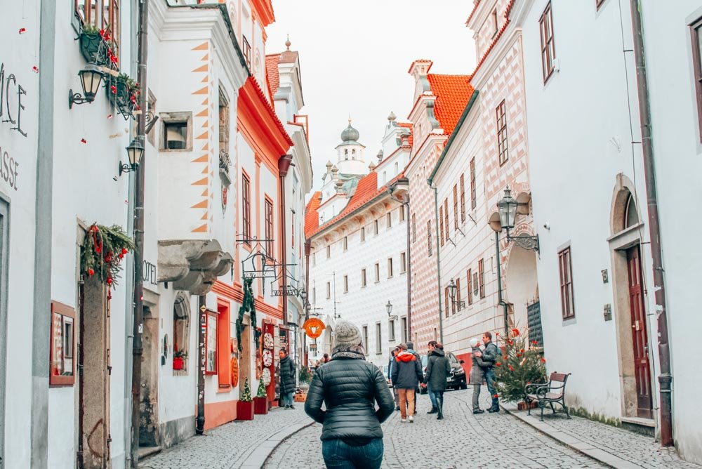 Exploring the pink streets of Cesky Krumlov in the Bohemia region of the Czech Republic. It's well worth a trip from Prague to Cesky Krumlov by train or by bus to see this beautiful UNESCO world heritage site!
