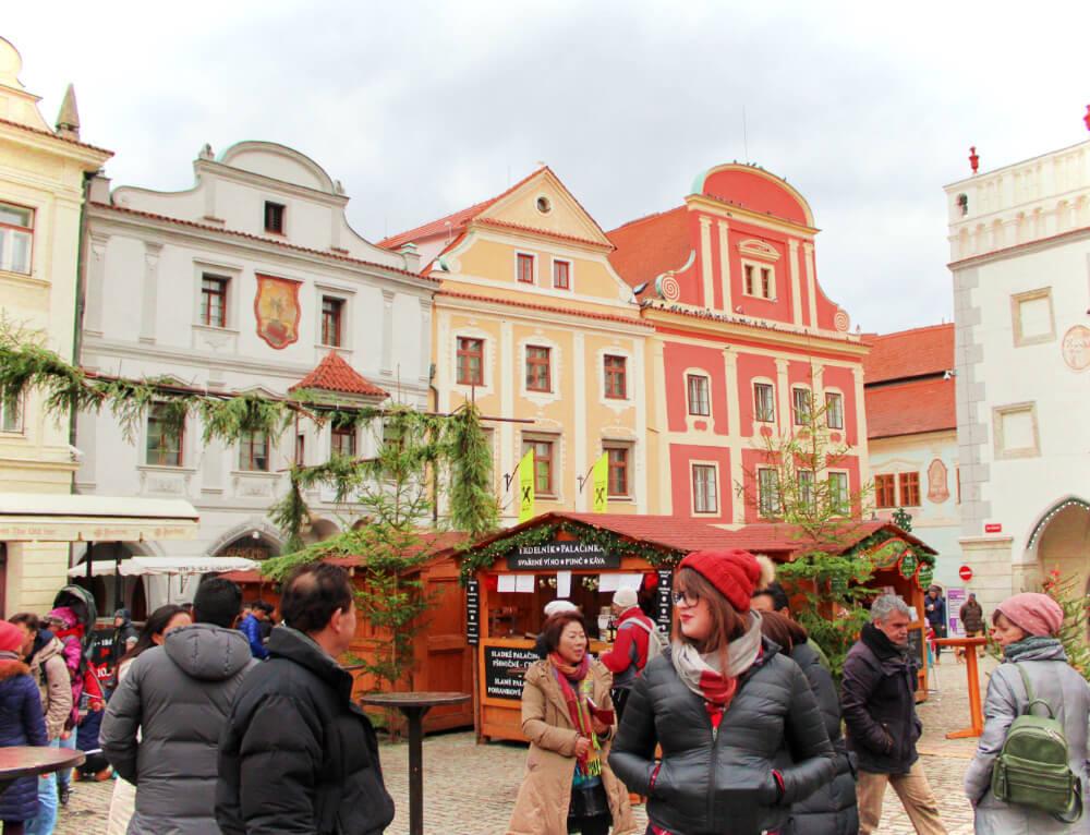 Scoping out the Cesky Krumlov Christmas Market, on the hunt for Svarak & trdelnik.