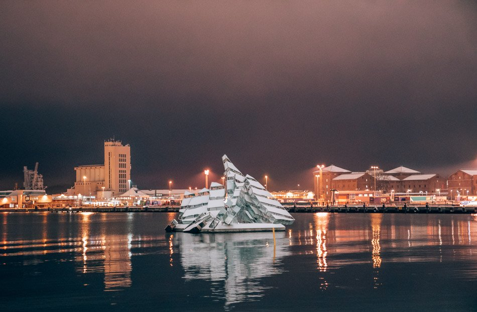 """""""She Lies"""" is a sculpture floating in the Oslo fjord depicting a famous painting of a shipwreck"""