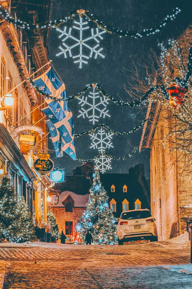 A decorated Christmas alleyway in Montreal, Canada in the winter!