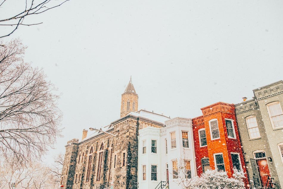 Snowfall in the Capitol Hill neighborhood of Washington DC in the winter.