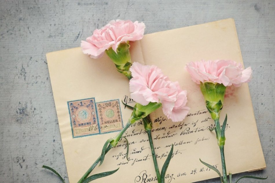 An actual handwritten letter with flowers.